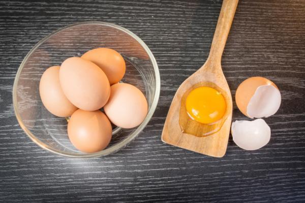 Mascarilla de huevo y aceite de oliva para el pelo - nutritiva y reparadora - Propiedades del huevo para el pelo