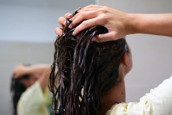 Remedios caseros para que salga cabello nuevo - los más efectivos - Masajes para hacer crecer cabello nuevo