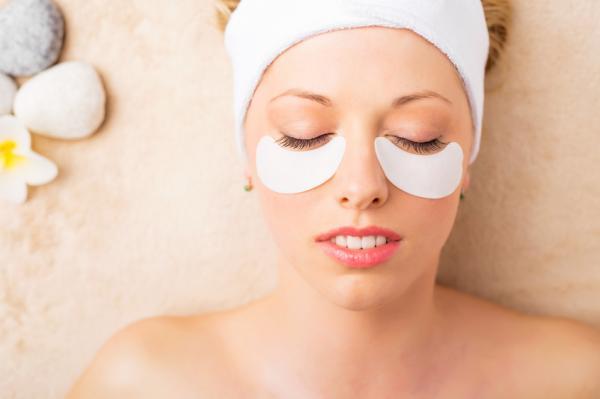 Cómo eliminar las líneas de expresión bajo los ojos - Remedios caseros para eliminar las líneas de expresión bajo los ojos