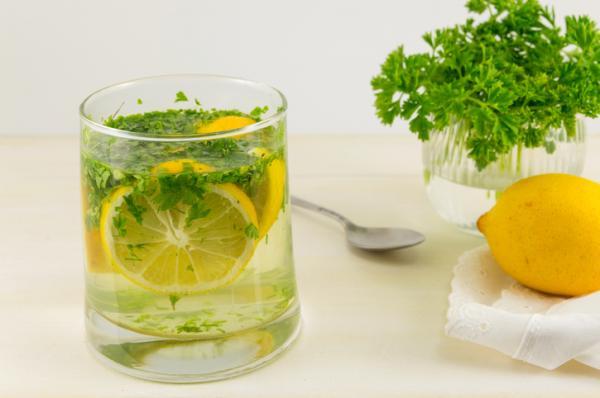 Jugo de limón y perejil para adelgazar - muy efectivo - Propiedades del perejil para bajar de peso