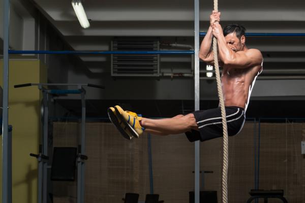 Ejercicios con cuerda de entrenamiento - con fotos - Ejercicios para la espalda con cuerda de entrenamiento