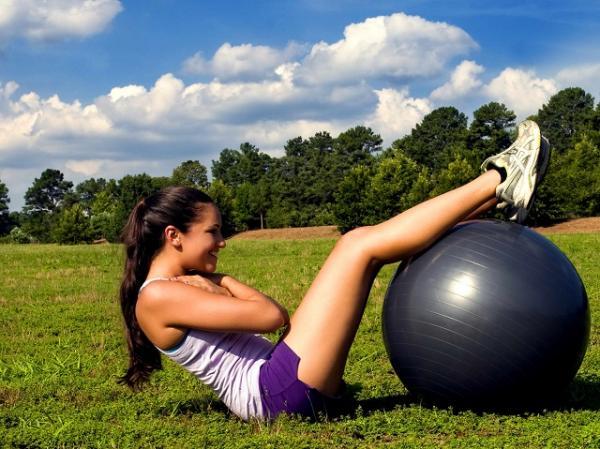 Ejercicios para abdominales con pelota grande - Otros ejercicios de abdominales con pelota