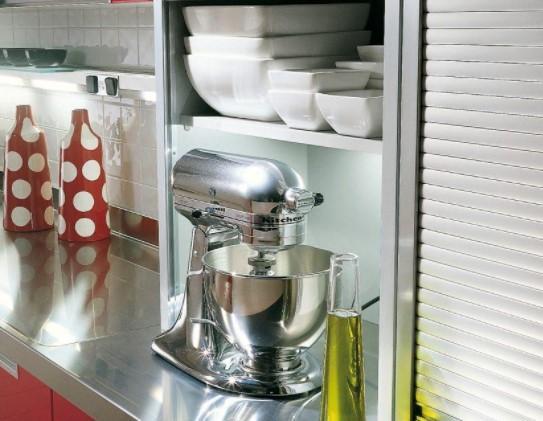 Ingeniosos muebles para ahorrar espacio - Persianas en los muebles de cocina