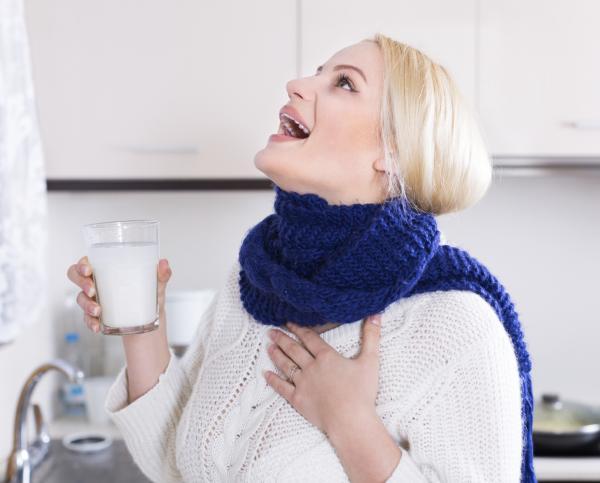 Remedios caseros para la tos de pecho - muy efectivos - Gárgaras con agua salada para la tos