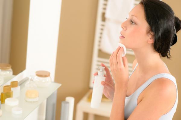 Cómo quitar los granos de la barbilla - Limpiar el rostro y reducir el exceso de sebo en la barbilla