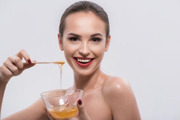 Cómo alisar el pelo con maizena - Mascarilla de maicena y miel para el cabello