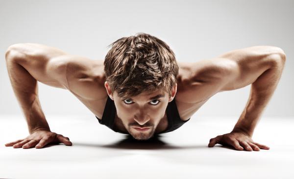 Los 6 ejercicios más completos para todo el cuerpo - Flexiones: ejercicios para fortalecer el cuerpo