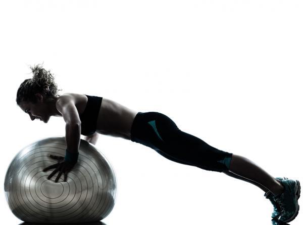 Los mejores ejercicios para el tren superior - Flexiones inclinadas