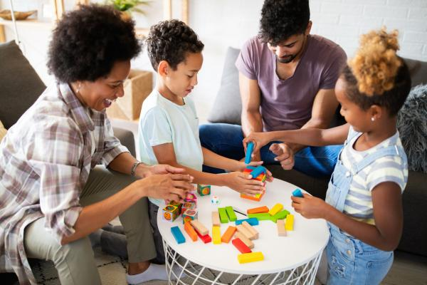 35 juegos para jugar en familia en casa