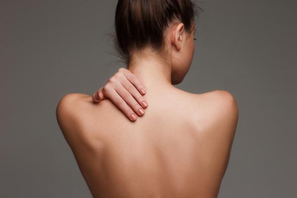 Causas de dolor de espalda alta en el lado izquierdo