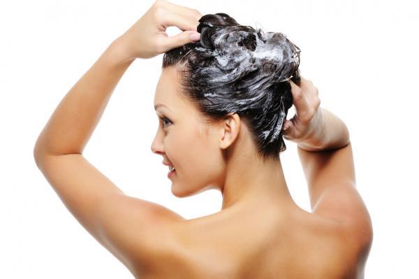 Cómo lavar el cabello con bicarbonato