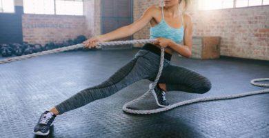 Ejercicios con cuerda de entrenamiento - con fotos