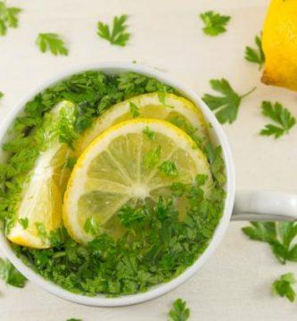 Jugo de limón y perejil para adelgazar - muy efectivo