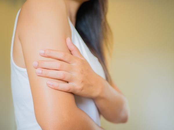 Qué significa tener dolor en el brazo derecho