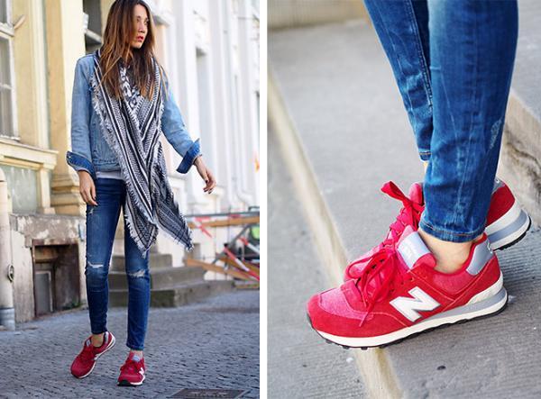 Cómo combinar unas zapatillas rojas - Look denim y nota de color