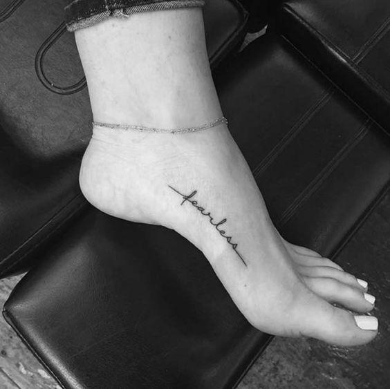 Tatuajes para mujeres en el pie - con fotos - Tatuajes en el pie para mujeres: frases