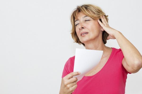 Propiedades del aceite de onagra para la mujer - Alivia los síntomas de la menopausia