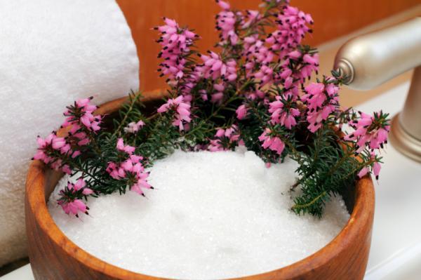 Remedios caseros para la psoriasis en las uñas - Agua tibia y sales de Epsom