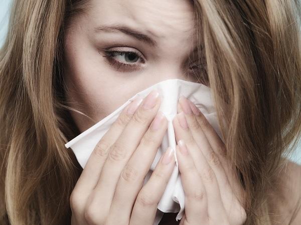 Por qué la sinusitis causa mal aliento - El goteo nasal y el mal aliento