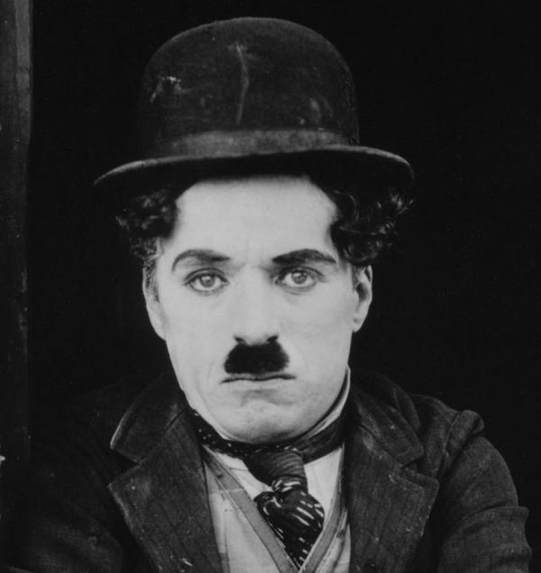 10 tipos de bigote según el rostro - Bigote Chaplin o toothbrush