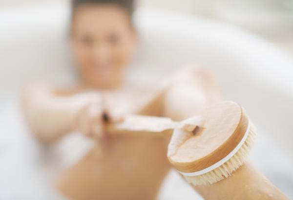 Cómo exfoliar las piernas antes de la depilación - Paso 6