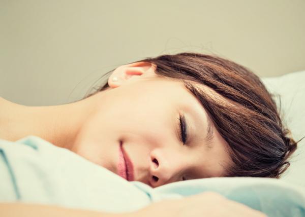 Cómo dormir con la mano escayolada - Paso 4