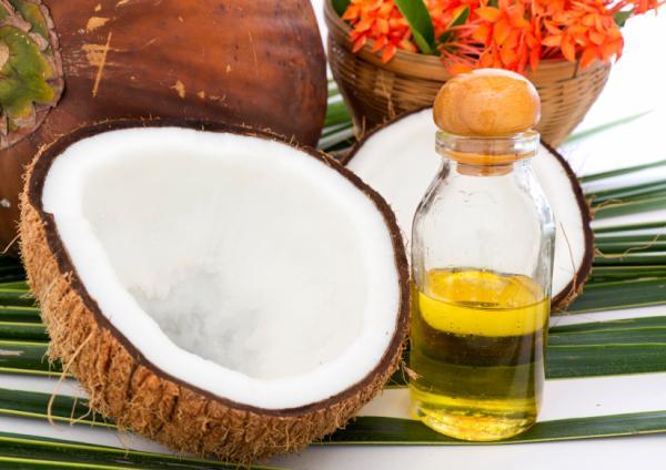 Remedios caseros para dar volumen al pelo - Aceite de coco para el pelo