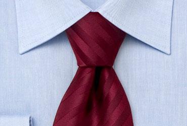 Cómo combinar una corbata roja - Paso 4