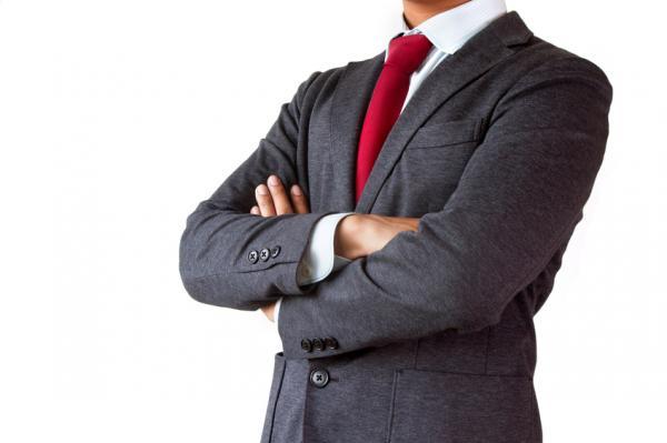 Cómo combinar una corbata roja - Paso 2