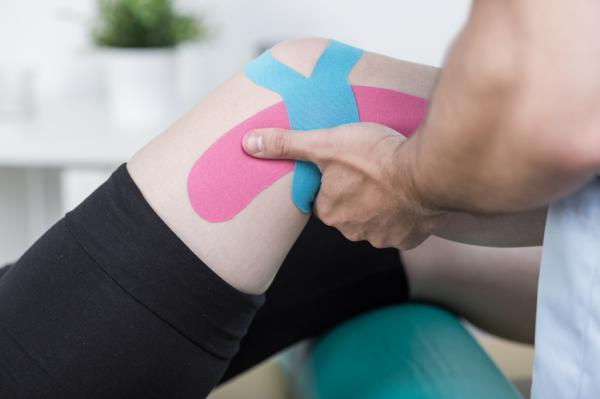 Remedios caseros para eliminar el líquido de la rodilla - Utilizar un vendaje neuromuscular
