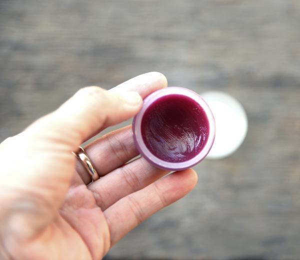 Cómo quitar piel seca de los labios - Paso 1