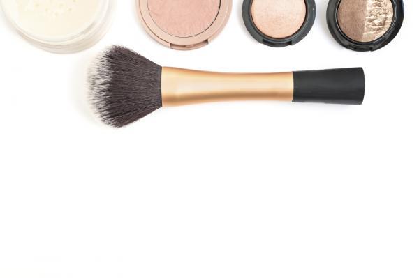 Causas del acné en adultos - Acné cosmético
