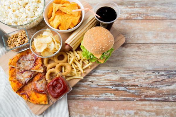 Causas del acné en adultos - Una dieta rica en grasas