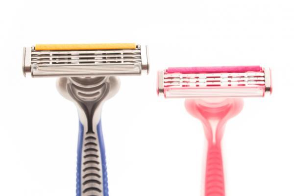 Cómo depilarse los genitales masculinos - Depilarse los genitales masculinos con cuchilla
