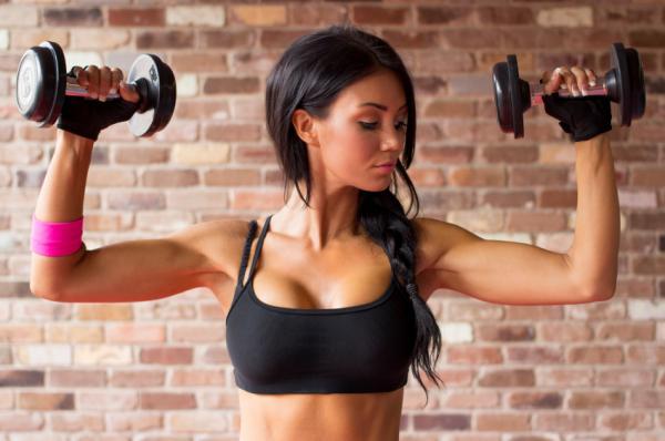 Cómo evitar la caída de los senos - Practica ejercicio para evitar la caída de los senos