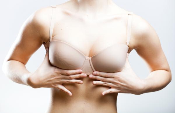 Cómo evitar la caída de los senos - Elige el sujetador adecuado