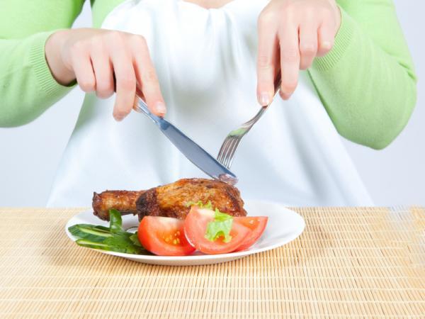 Cómo evitar la caída de los senos - Mantén una alimentación equilibrada
