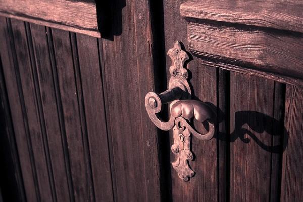 Cómo disimular una puerta - Paso 3