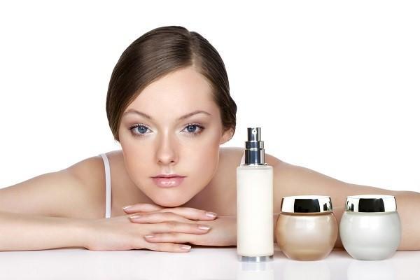 Cómo eliminar las arrugas del entrecejo - Elige una buena crema antiedad