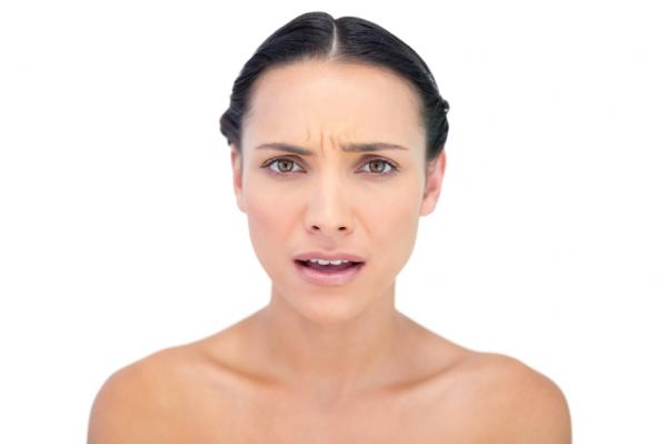 Cómo eliminar las arrugas del entrecejo - Vigila tus expresiones faciales