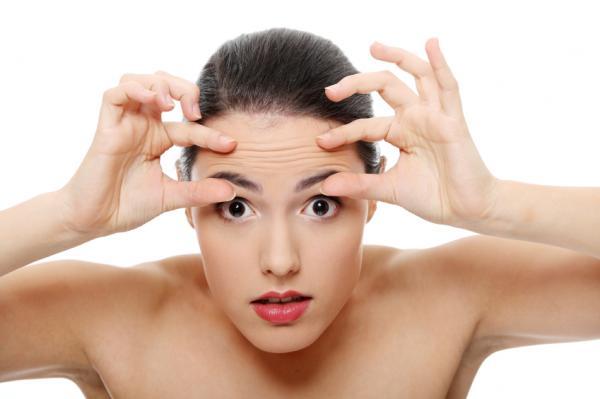 Cómo eliminar las arrugas del entrecejo - Masajes y ejercicios faciales