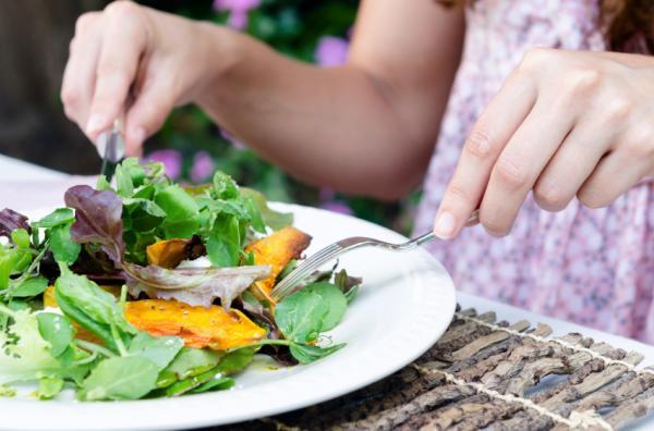 Cómo eliminar los bultos de grasa - Alimentación y buen descanso