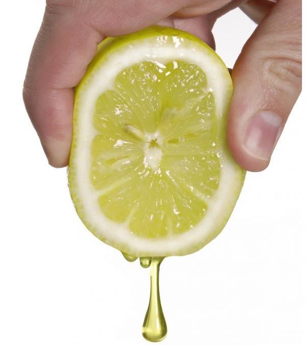 Remedios caseros para el dolor de riñones - Zumo de limón