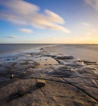 Cuándo sube y baja la marea